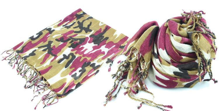 foulards en etamine de laine de Glen Prince, collection 2014, camouflage, coloris rouge, dimensions 180cm x 70 cm.